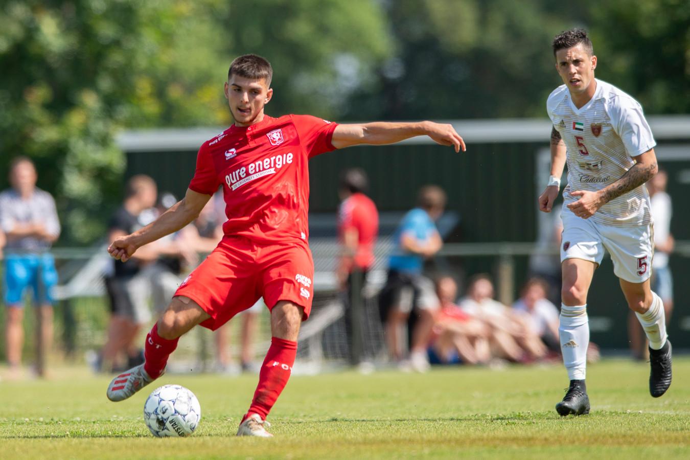 FC Twente-aanwinst Lindon Selahi droomt weg bij volle Grolsch ...