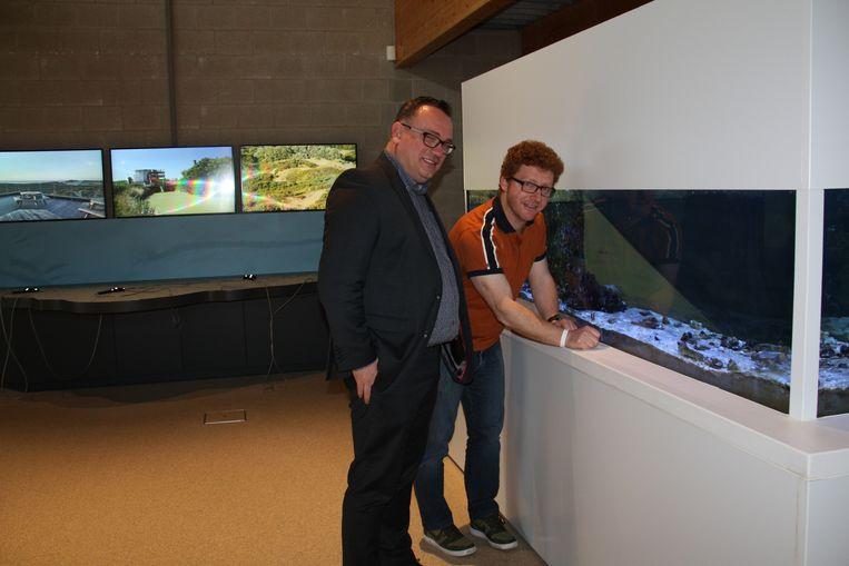 Gedeputeerde Jurgen Vanlerberghe en centrumverantwoordelijke Emanuel Demey in Duinpanne.