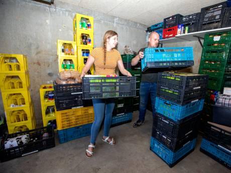 Joyce (26) runt eigen voedselbank en helpt tientallen gezinnen aan eten: 'Ik doe het voor de blije kinderen'