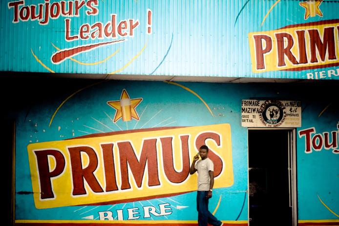 Reclame voor Primus bier van Heinekens brouwer Bralima. Het bier wordt gebrouwen in de Democratische republiek Congo, de republiek Congo, Rwanda en Burundi