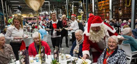 Kerstdiner voor 250 Hengelose ouderen in brandweerkazerne