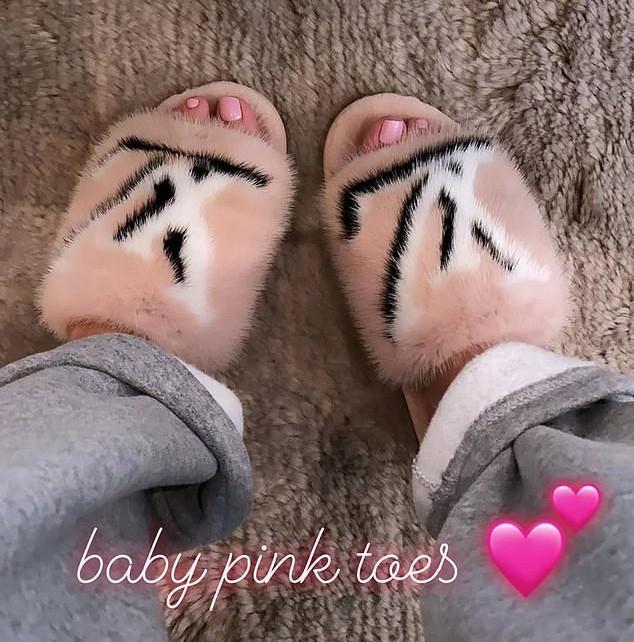 Kylie en haar babyroze tenen