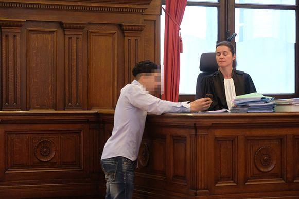 Een van de verdachten probeerde met informatie op zijn gsm zijn onschuld te bewijzen tegenover het openbaar ministerie en de rechter.