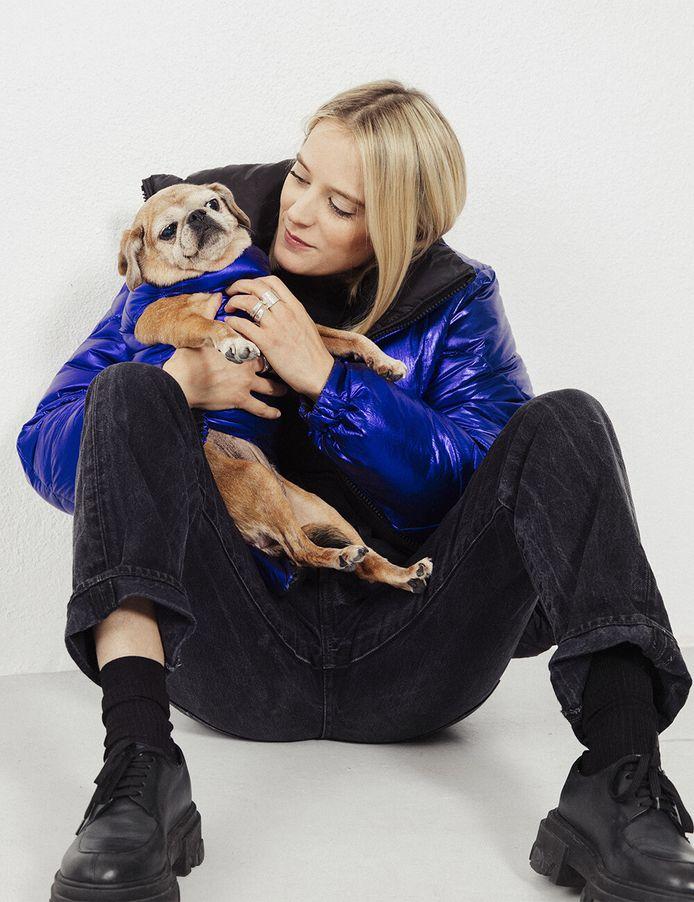 Marie Papillon et son chien, Bibi.