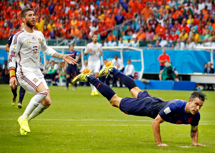 Robin van Persie met zijn befaamde kopgoal tegen Spanje op het WK 2014.