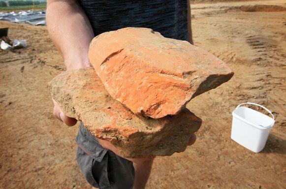 Resten van Romeinse dakpannen die op die manier op elkaar pasten.