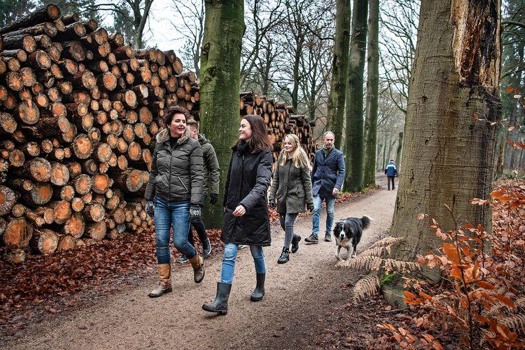 De familie Breijer is aan de wandel bij Lage Vuursche. Beeld Guus Dubbelman / de Volkskrant