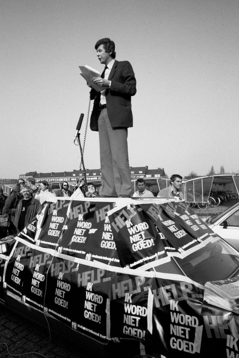 1982: als FNV-voorzitter op een auto protesteren tegen de korting op het ziekengeld.  Beeld null