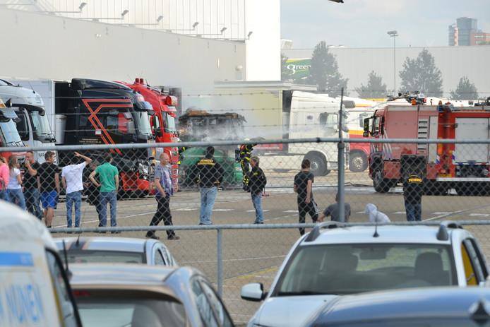 Vrachtwagen in brand op IABC terrein in Breda.