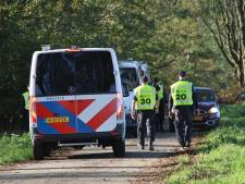 Politie houdt zoekactie langs A12 in de hoop nieuwe aanwijzingen te vinden van schietincident Veenendaal