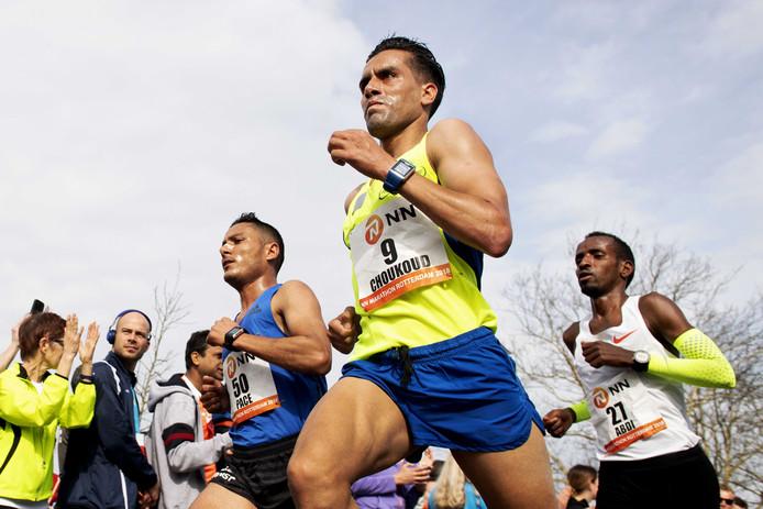 Khalid Choukoud in actie op de 38ste Marathon van Rotterdam.