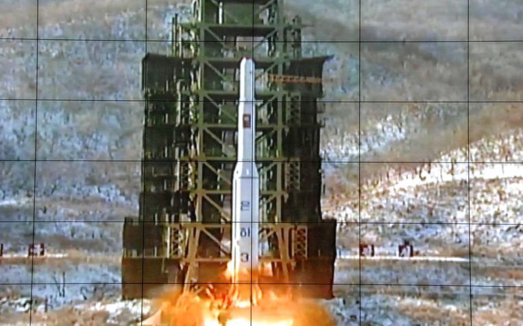 Een videostill van de lancering van de Noord-Koreaanse Unha 3-raket op 12 december. Beeld AP