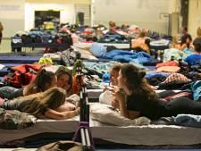 Geen alcohol, gekke opdrachten of overnachtingen tijdens de introweek, tot grote spijt van nieuwe studenten: 'Als je samen een spelletje en een borreltje doet, krijg je al een band'