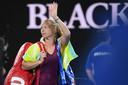 Kiki Bertens zwaait naar het publiek in Melbourne na haar nederlaag vorig jaar tegen Caroline Wozniacki in de derde ronde van de Australian Open.