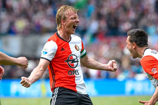 Dirk Kuyt juicht na zijn eerste goal tegen Heracles Almelo.