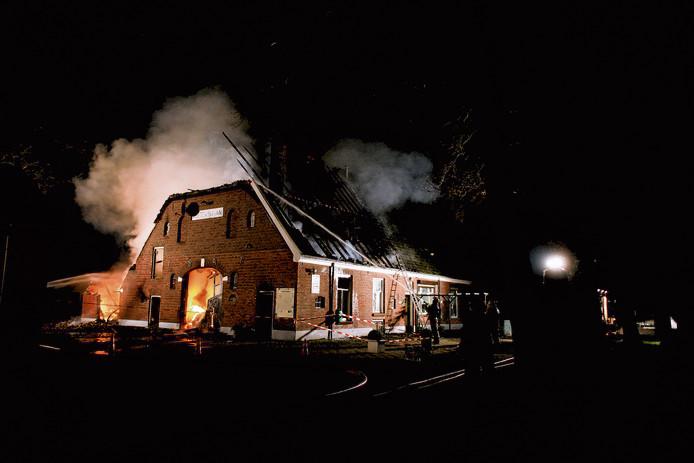 De brandweer in de Achterhoek heeft in sommige buitengebieden te weinig bluswater beschikbaar om bij grote incidenten snel in te kunnen grijpen.