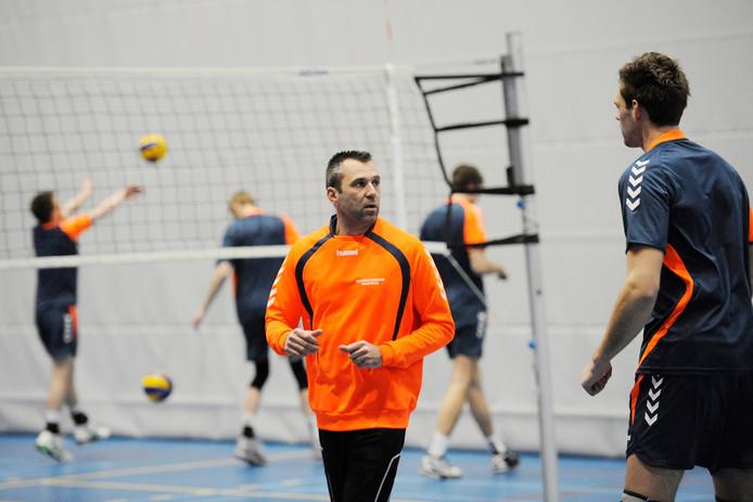 Jorg Radstake blijft actief bij Dynamo. Na vier seizoenen bij het tweede mannenteam krijgt hij nu een rol in bij de selectie van de vrouwen in de topdivisie.