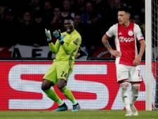 Pijnlijke thuisnederlaag Ajax tegen Chelsea na late treffer