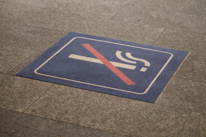 Roken is op Duitse treinstations alleen toegestaan op aangewezen plekken.
