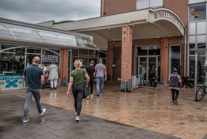 De ingang van het Maldense Winkelcentrum in Malden aan het Zuidplein.