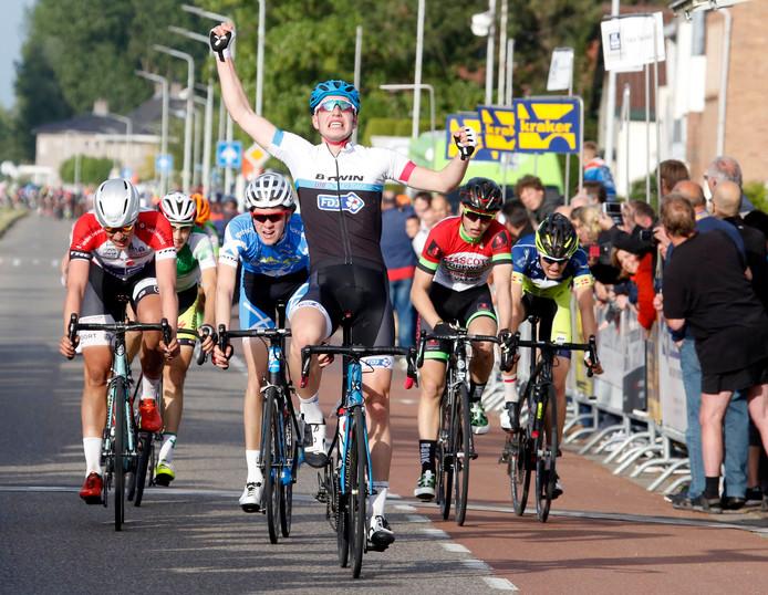 De finish van de eerste etappe van de Junioren Driedaagse in 2016.