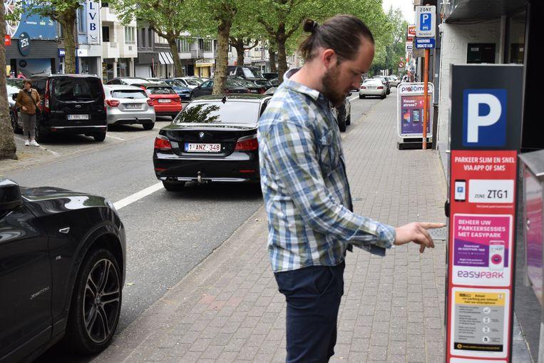 Volgens sp.a zijn de nieuwe parkeerautomaten gebruiksonvriendelijk en duurder.
