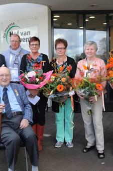 Hof van Twente is acht gedecoreerden rijker