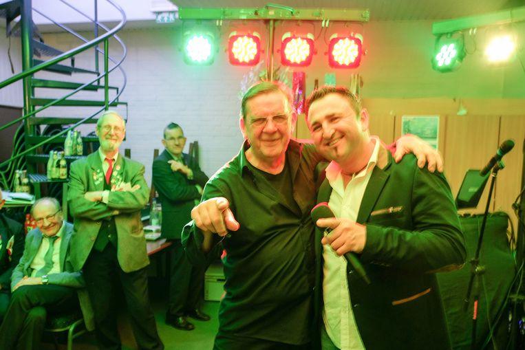 DJ Eddy met Sammy Moore tijdens zijn feestje.