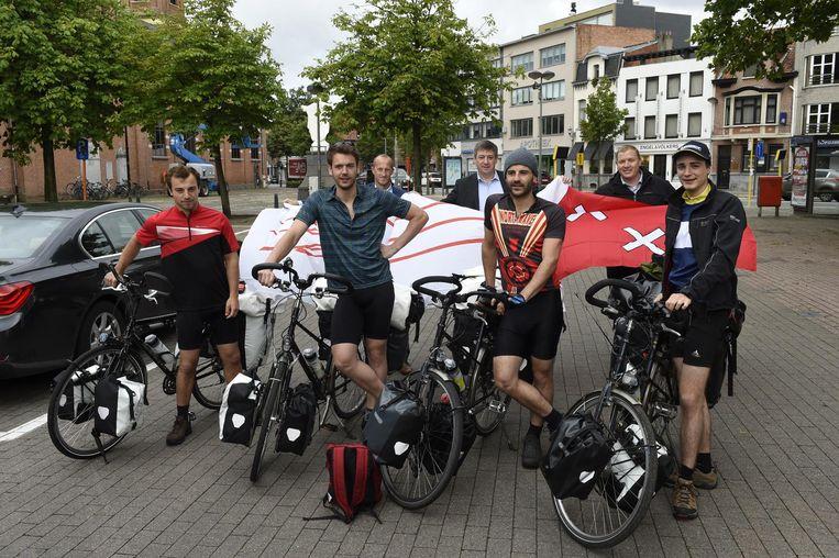 Olivier vertrok vorig jaar met 3 vrienden nog met de fiets naar China.