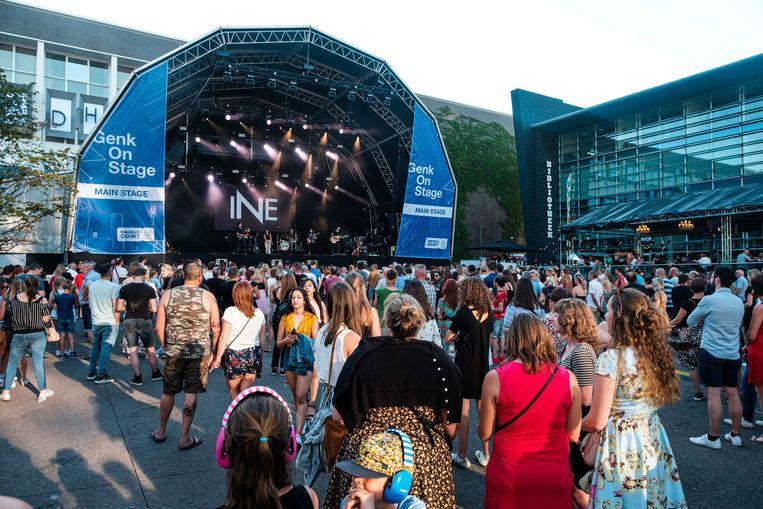 Naargelang de avond vorderde liepen de pleinen op Genk on Stage snel vol, zeker toen Ibe Wuyts of de winnaar van The Voice Vlaanderen in z'n eigen stad een puntgaaf concert bracht.