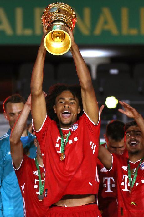Zirkzee geniet bij Bayern: 'Dat ik als jonge speler tussen al die winnaars loop, prachtig'