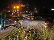 Politie rijdt mee met ambulance in Waalwijk om gewonde automobilist in bedwang te houden