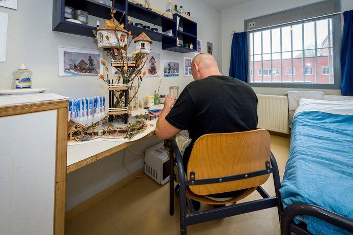 Gedetineerden in Dordrecht maakten in coronatijd al dingen in hun cel. Sinds begin deze maand mogen zij ook weer meer bezoekers ontvangen.