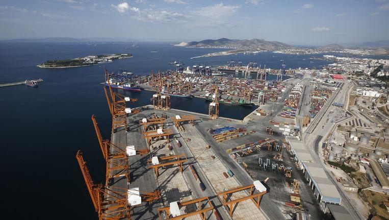 De afhandeling van goederen in de Griekse haven Piraeus ligt deze week ruwweg 60 procent lager dan vorig jaar. En een groot deel van de containerhaven is al in Chinese handen. Beeld null