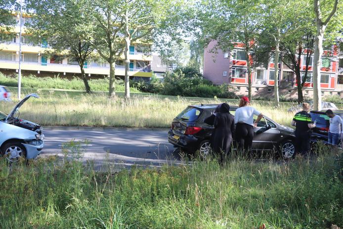 Op de Slotlaan in Ede botsten drie auto's tegen elkaar. Niemand raakte gewond.