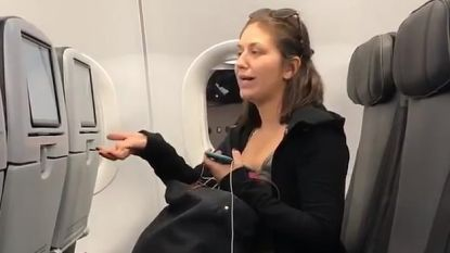 """""""Ik weiger naast driejarig kind te zitten"""": dronken vrouw spuwt in vliegtuig richting passagier"""