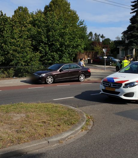 Fietsster gewond na aanrijding door automobilist in Arnhem