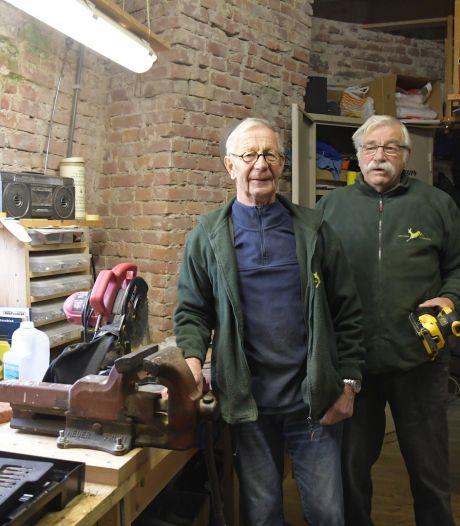Deze 75-jarige 'superklussers' onderhouden nog altijd een oude Loenense molen (en hebben in de wieken een prachtig uitzicht over de Vecht)