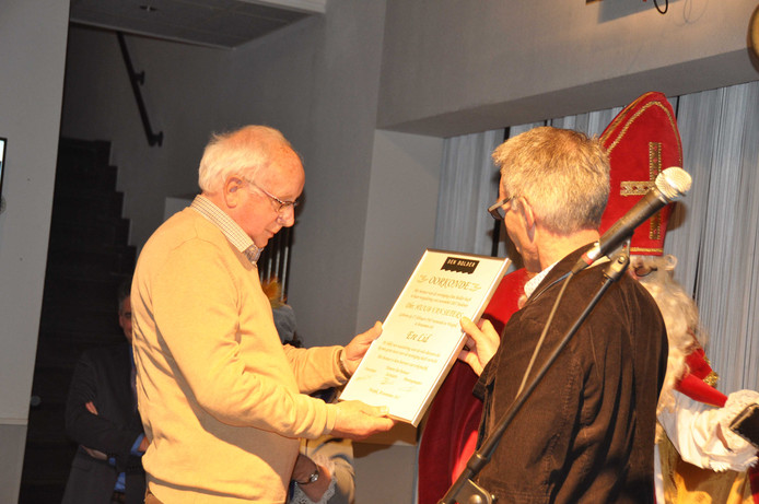 Onder grote belangstelling werd vrijwilliger Huub van Seters in Den Bolder benoemd tot erelid van de vereniging.