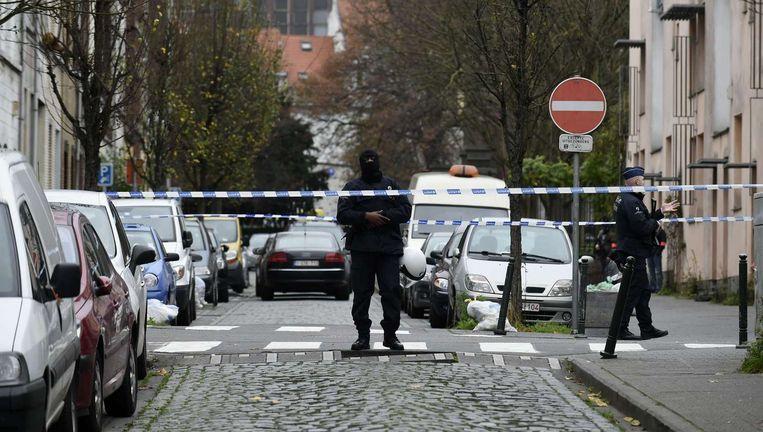 Molenbeek, maandagochtend. Het stadje is in de greep van een grote anti-terreurorganisatie. Beeld afp