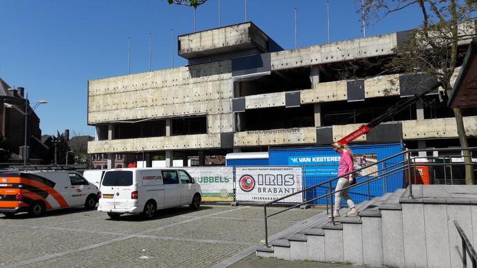 Stadskantoor-1 is al al ver ontmanteld, in aanloop naar de verbouwing.