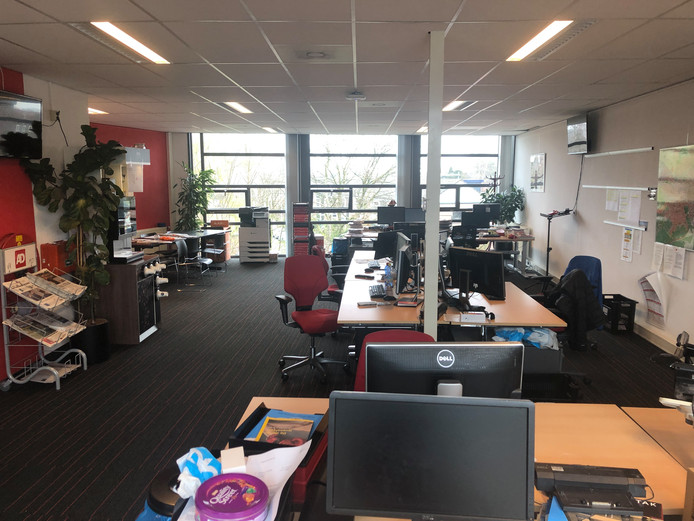 De redactie in Amersfoort ligt er verlaten bij.