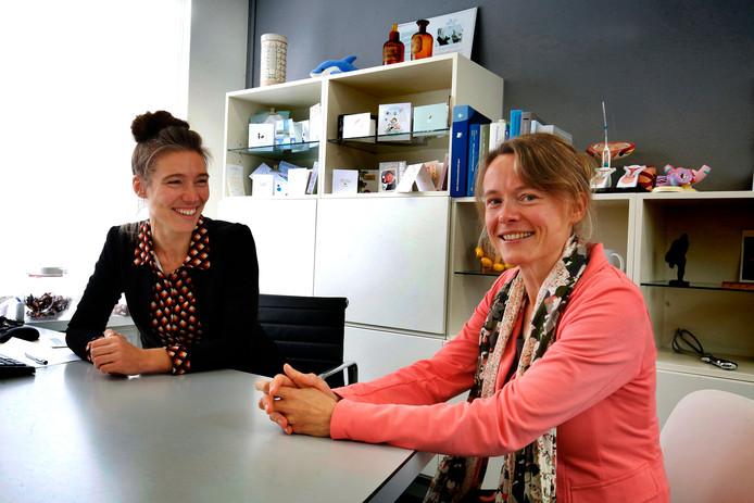 Huisarts Marleen Kruithof en  praktijkondersteuner Reiny Geluk (rechts) in de praktijk in Noordeloos.