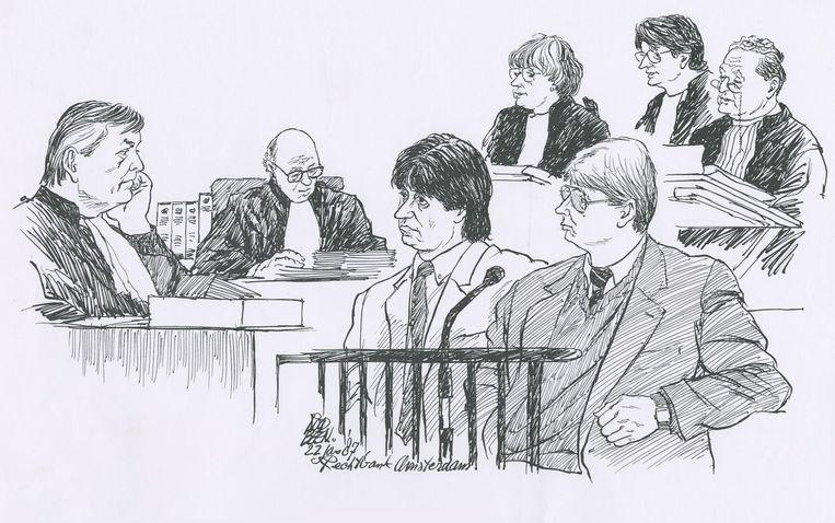 Willem Holleeder en Cor van Hout, 22 januari 1987, in de zaak over de ontvoering van Freddy Heineken en Ab Doderer. Beeld Chris Roodbeen