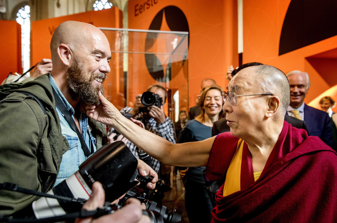 De Dalai Lama gisteren in Amsterdam.