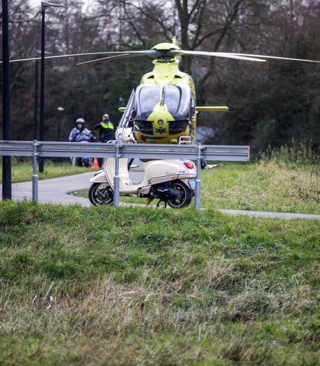 Fietser raakt zwaargewond bij aanrijding met scooter in Papendrecht