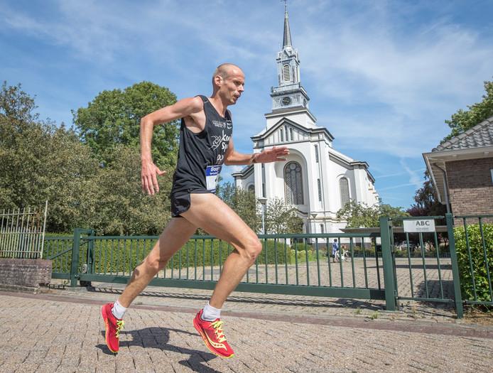 Erwin Harmes, hier in actie in Wolphaartsdijk, was de sterkste op de 10 kilometer lange Quickrun in Roosendaal.