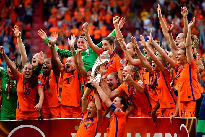 De Oranje Leeuwinnen vieren het behalen van de Europese titel, deze zomer in eigen land.