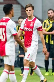 LIVE: Dramatisch Ajax met gebogen hoofd de kleedkamer in