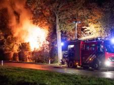 Vlammenzee bij verwoestende woningbrand in Niebert